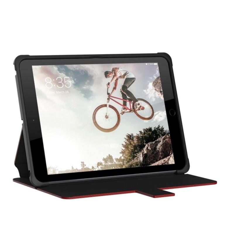 UAG - Metropolis Hoes iPad (2017) / iPad Air Red 07