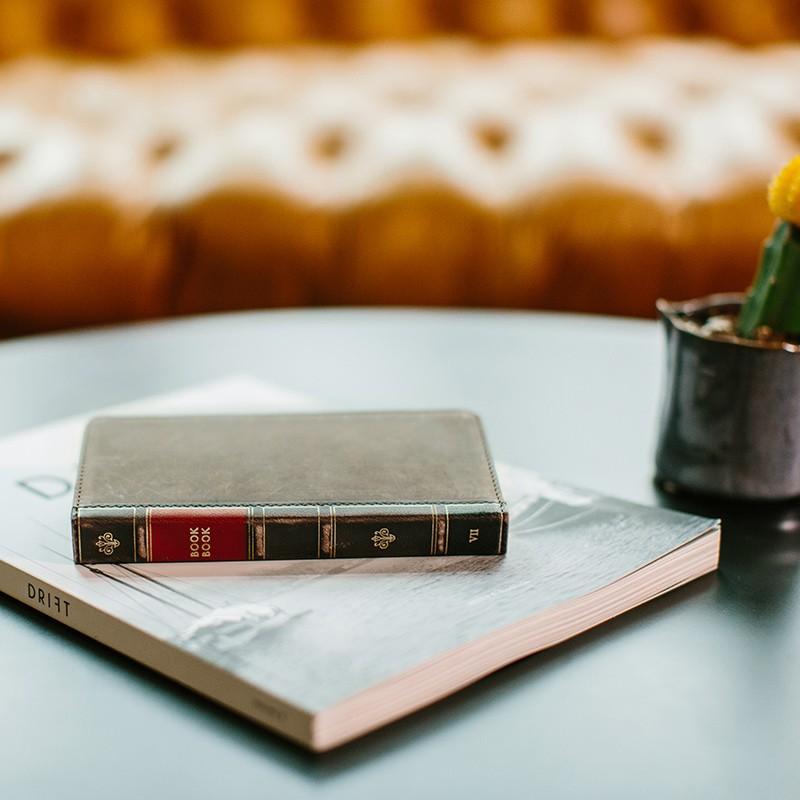 Twelve South - BookBook iPhone 7 Plus hoesje Brown 07