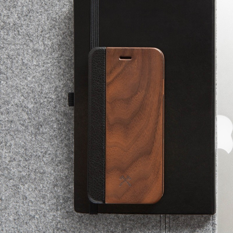 Woodcessories - EcoCase FlipCover iPhone 7 Walnoot 06