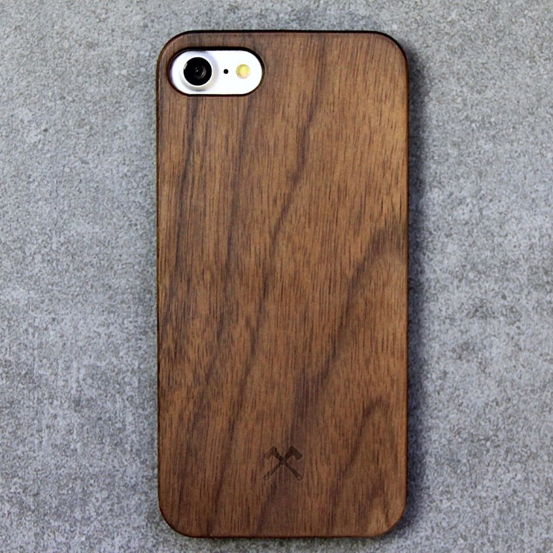 Woodcessories - EcoCase Classic iPhone 7 Walnoot 03