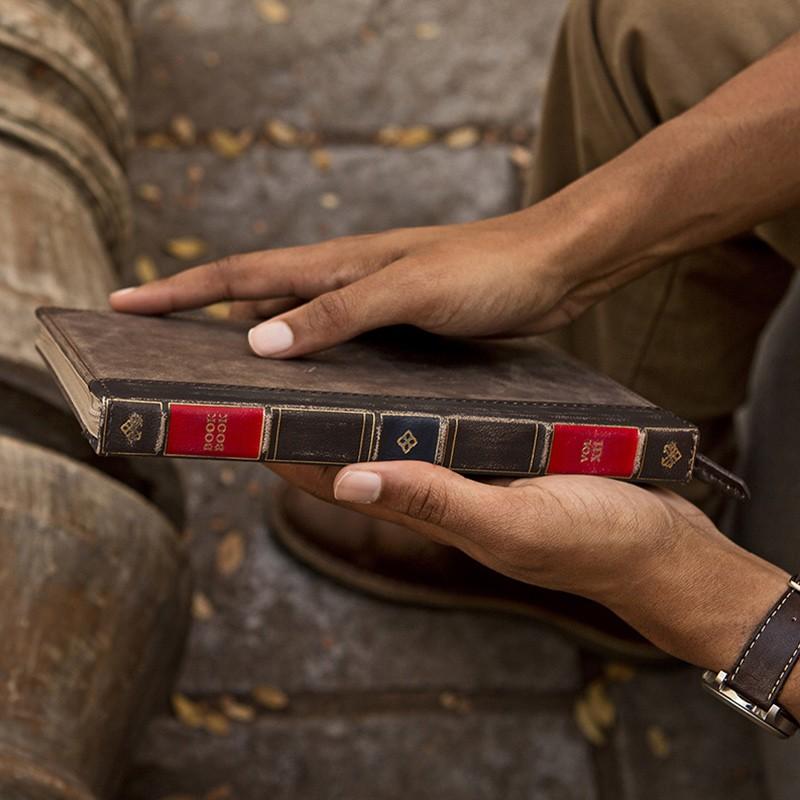 Twelve South - BookBook iPad Pro 9.7 inch Brown 06